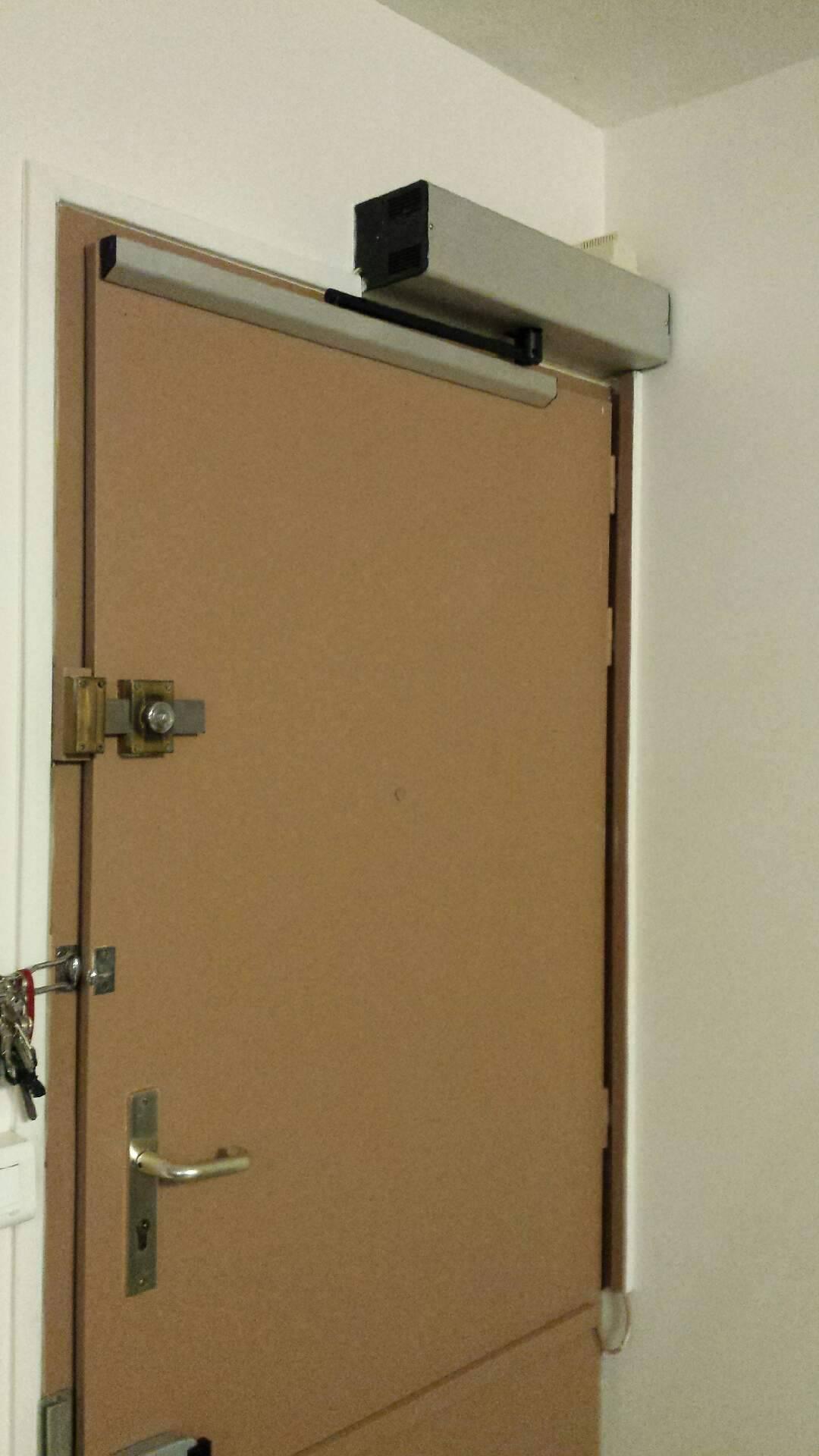 Automatisation pour fen tres et portes d 39 entr e pour for Porte fenetre pour entree