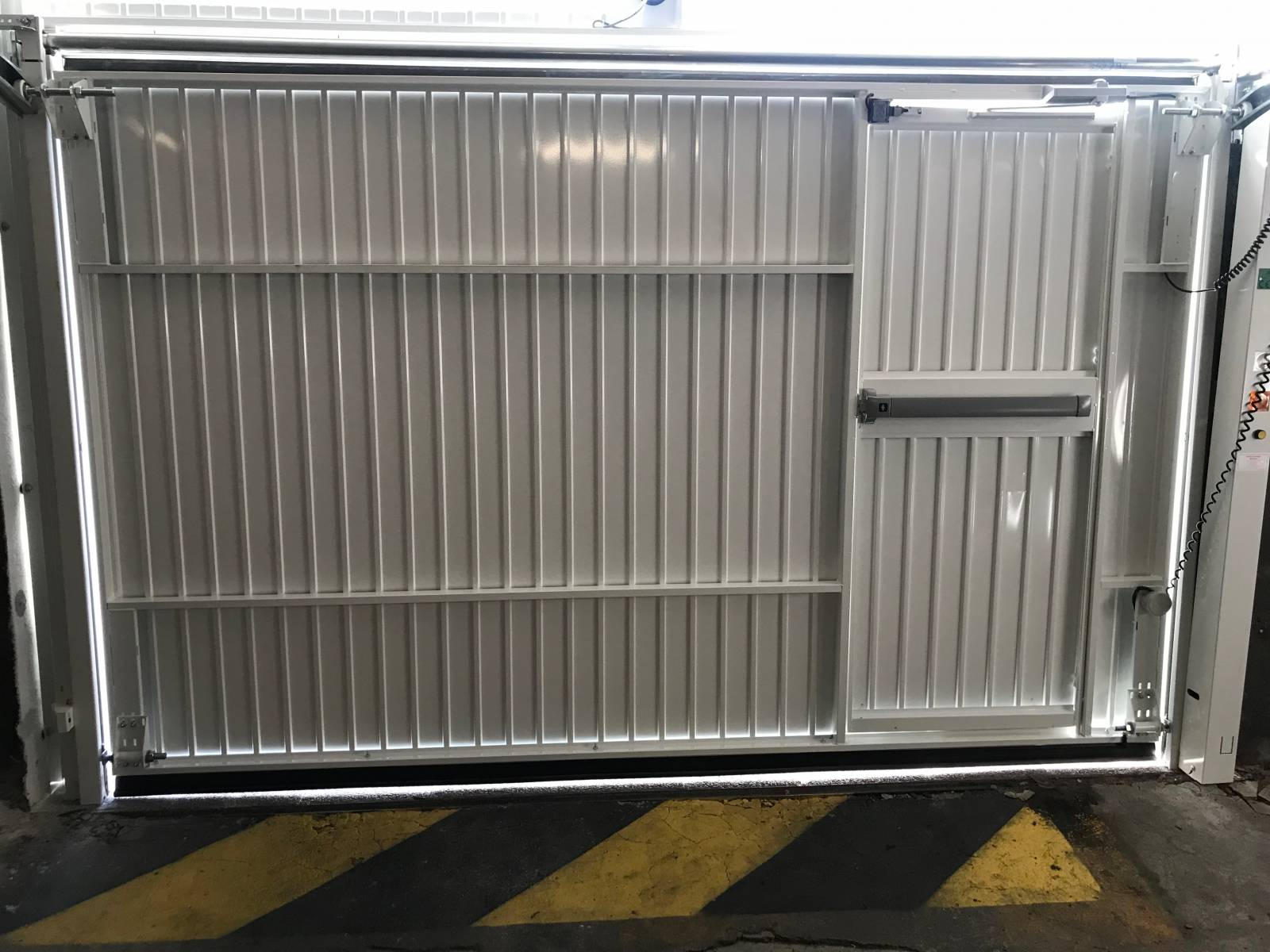 Porte de garage basculante manuelle ou automatique usage for Porte de garage basculante automatique